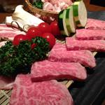 あおもり家 - 牛、豚、鶏、野菜の石焼