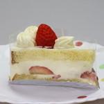 42668819 - ショートケーキ