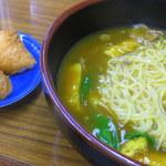 天狗食堂 - 揚げ入り肉カレー・キーソバと稲荷2個