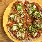 TAO retreat&cafe - ヴィーガンピザ チーズに見えるものは、豆乳クリームで作ったチーズ風味ソースです。