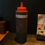 神威 - これをちょこっとかけると懐かしいお好み焼きの味になる。