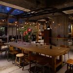 ムロマチカフェハチ - 特注の大カフェテーブル