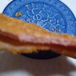 浪花のコロッケ いも太郎 - 安物でいいのにちょっと良いハム使ってるみたい 皿に焦点がいってピンボ