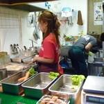 浪花のコロッケ いも太郎 - コロッケは注文してから揚げてくれます