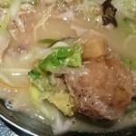 42679507 - ホロホロに煮込んだ鶏肉が。コラーゲンタップリ。