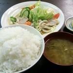からさき食堂 - 料理写真:生姜焼き定食 ごはん大盛り