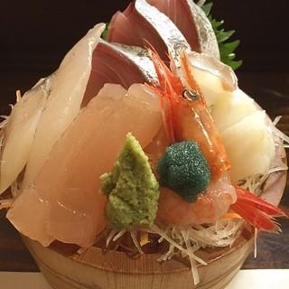 くろ屋 - 刺身桶盛り一人前。がんど、車鯛 、さわら昆布締め、甘海老、岩蛸
