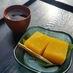 大黒屋 - 料理写真:ぷるぷるで鮮やかな黄色い豆腐、「南瓜 あかね豆腐 (300円)」