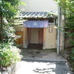 42693605 - 境内側の入口