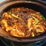 42693976 - 四川麻婆豆腐土鍋ごはん(¥1200)→スープ・香の物付き