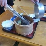 ニュー畠兼 - ①テーブルに料理が運ばれ、焼き石をドボン!