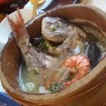 ニュー畠兼 - 大きな真鯛がまるごと入ってます
