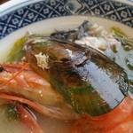 ニュー畠兼 - 海老もムール貝も良い出汁を出してくれました
