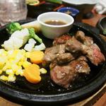 千年の宴 - 牛肩ロースのサイコロステーキ