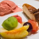 キャトルラパン - トマトのソルベ、ベイクドチーズケーキ、季節のフルーツ