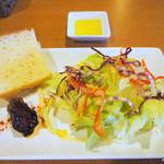 イタリアンレストラン ピーノ - ランチAセットの前菜・サラダ・フォカッチャ