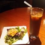 42696779 - サラダ&アイスコーヒー