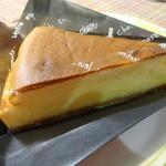 42697288 - 帰宅時に購入してきたチーズケーキ^^