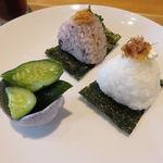 Onigirikafe - おにぎり朝食セット:おにぎり2個(おかかチーズ、大葉みそ)、きゅうりの浅漬け、豆腐と葱 わかめの味噌汁、コーヒー2