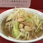 ラーメン二郎 - 小ラーメン 麺半分 アブラ・ちょいニンニク・ちょいカラメ(600円)