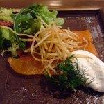 フリジェリオ - スモークサーモンとポムパイムのサラダ仕立て