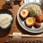 とり田 - 月見スコッチエッグとチキンカツ・新生姜のサラダ(2回目)