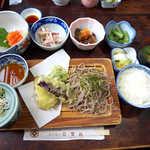 ふくらい家笑福 - 安曇野定食B(¥1800)。テーブルを埋め尽くす品数!