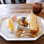 喫茶店 uzuビバレッヂ - ハーフトーストプレート(220円)