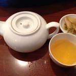 42707698 - ジャスミン茶ポットサービス