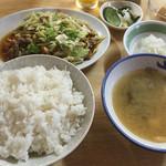 いしはら食堂 - 肉野菜炒め、定食大盛り、シラスおろし、里芋の煮付け。