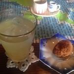 カフェ月星 - 2015.10 生姜とオレンジとミントのハーブティー、サーターアンダギー