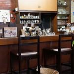 こもれび - 一杯、一杯、サイフォンで、いれてくださいます。 昔ながらの喫茶店の雰囲気。