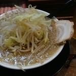 42709189 - たまらんラーメン 720円(ニンニク抜き、麺普通、野菜大盛り)