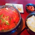HANA - チゲ定食750円(税込)、ご飯お替り自由
