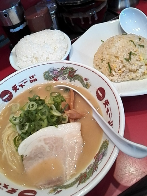 天下一品 吉祥寺店 - ラーメン+炒飯セット+半ライス¥1,030