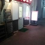 42714520 - 店舗外観並びに出入り口です。