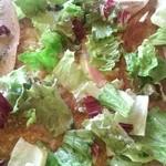Rhubarbe - ガレット(ベーコンとチーズそれにオニオンシードル煮のガレット)