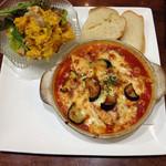洋食亭ブラームス - 秋ナスとサーモンのトマトソースグラタン カボチャのハニーマヨネーズのサラダ