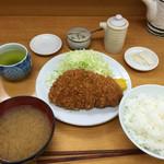 とんかつ 山家 - ロースかつ定食(700円)