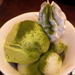 ぶあいそ - 抹茶パフェ(450円)