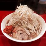 用心棒2階 - ラーメン麺少なめ、ヤサイ、辛ショウ