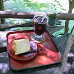 苔筵 - アイスティーとシフォンケーキです♪