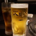 熟成焼肉 八億円 - 生(550円)と烏龍茶(300円)