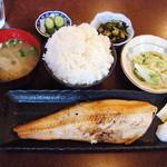 円ら屋 - ホッケ干物定食¥900+ごはん大盛り¥100