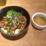 42730525 - 牛ヒレ肉の炭火焼肉丼セット
