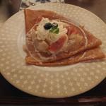 クレープリー 京都シャンデレール - 白桃のコンポート・レモンチーズクリームのモンブラン仕立て