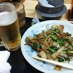 八十吉ラーメン - 肉ニラ炒め 480円