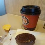 チーズケーキング エフ - 東北新幹線の指定席にて、モーニングコーヒーとともに