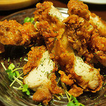 Meet Meats 5バル  - 奪い合いするほどに美味しい桜島地鶏のもも肉一枚揚げ♪