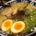 博多らーめん Shin-Shin 博多デイトス店 - 煮玉子入りラーメン:750円